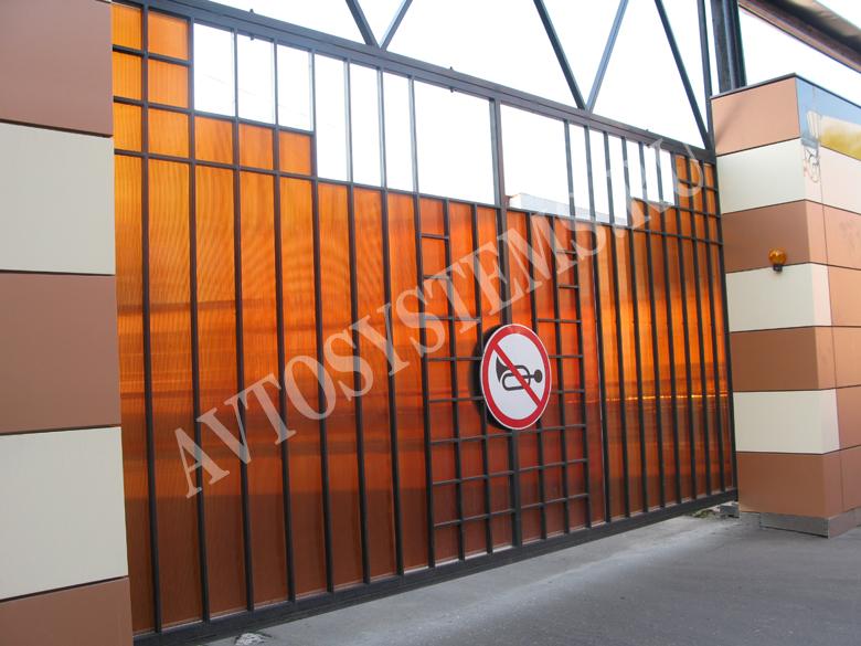 Ворота для въезда на территорию завода